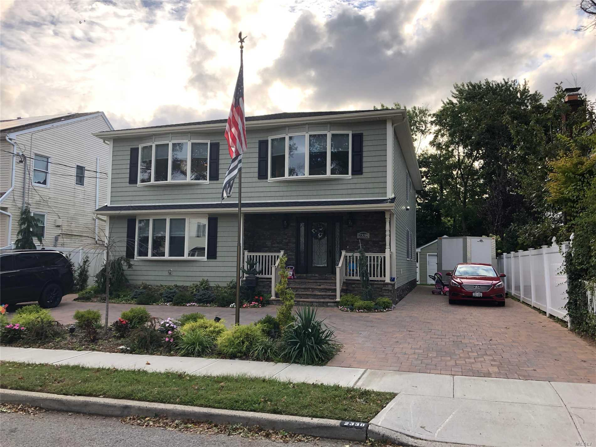 Photo of home for sale at 2338 Pine St, Seaford NY