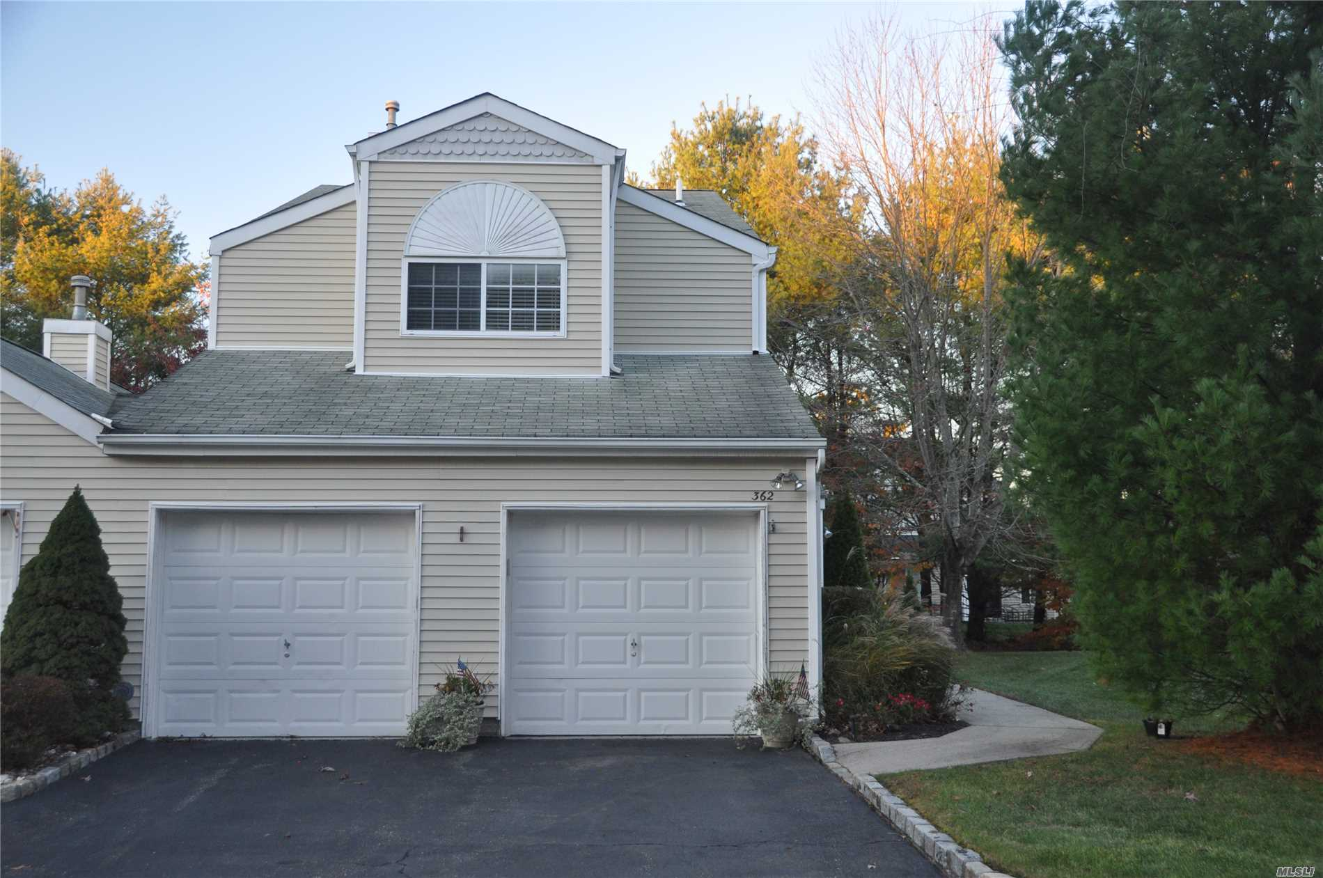 Property for sale at 362 Colonial Cir, Manorville,  NY 11949