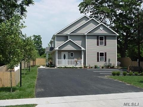Photo of home for sale at 128 Sweezy Ave, Riverhead NY
