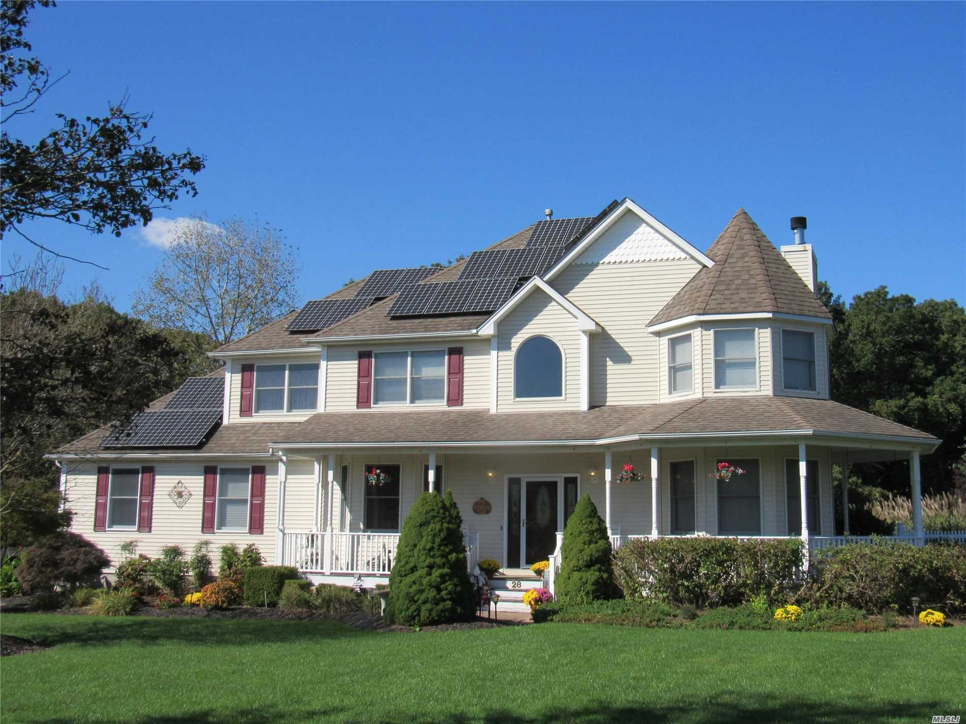 Photo of home for sale at 28 Meadow Ct, Wading River NY