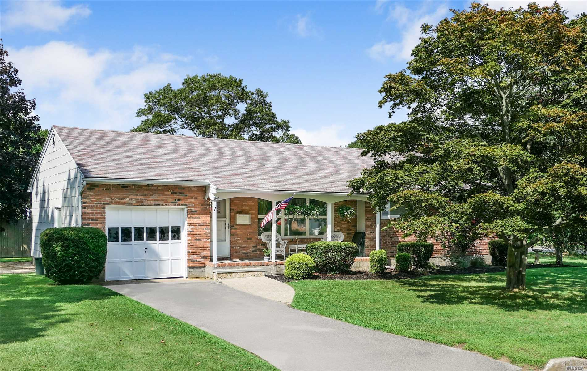 Photo of home for sale at 1 Cedar St, Bellport Village NY