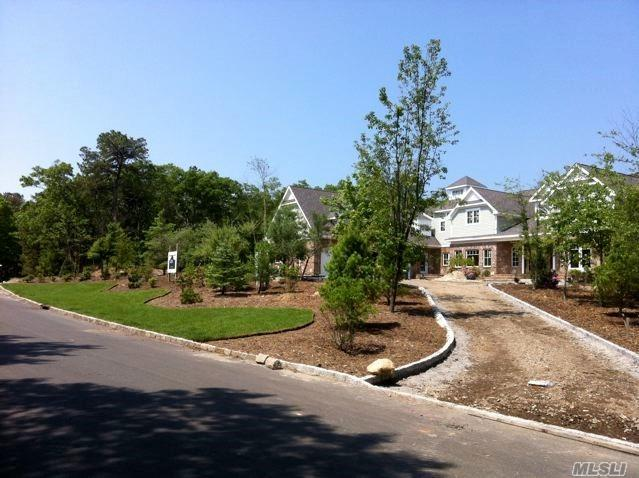 Property for sale at 14 Red Creek Cir, Hampton Bays,  New York 11946