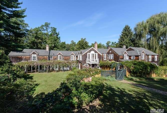 Photo of home for sale at 16 Frost Mill Rd, Mill Neck NY