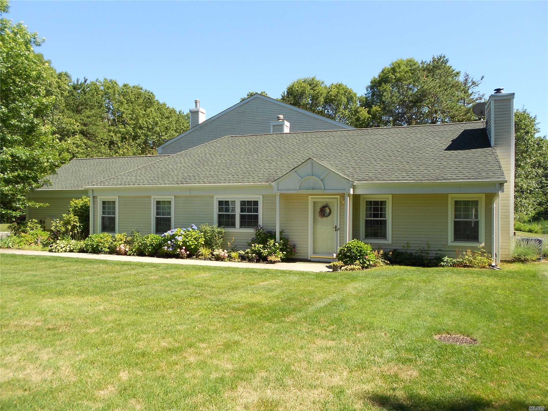 Property for sale at 33 Quail Ct, Manorville,  NY 11949