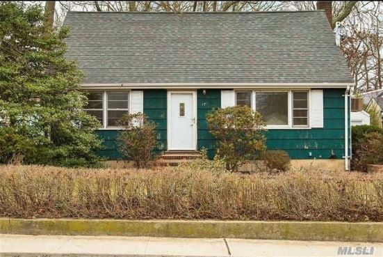 Photo of home for sale at 174 Melville Rd, Huntington Sta NY