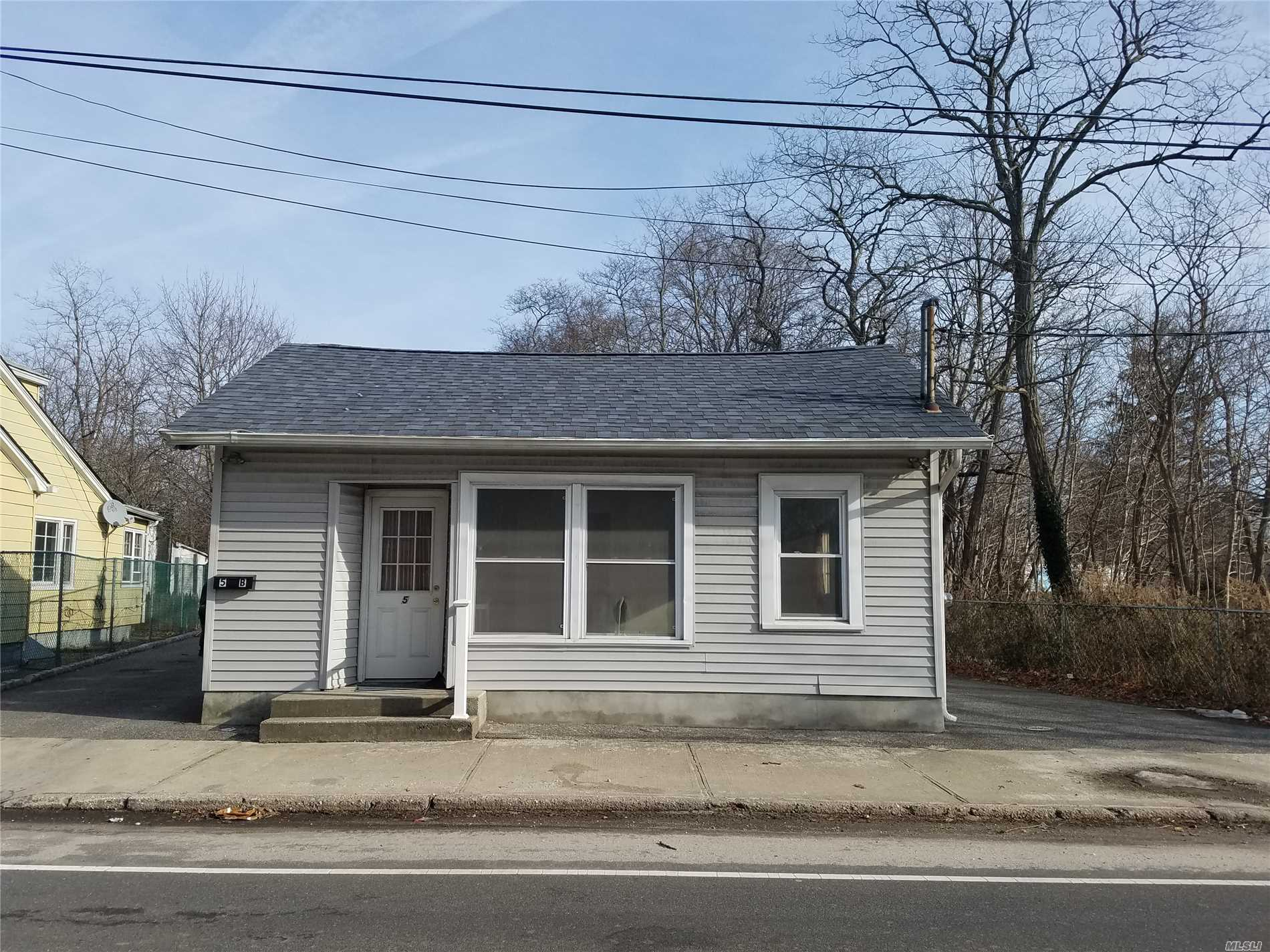 Photo of home for sale at 5 Mastic Rd, Mastic Beach NY