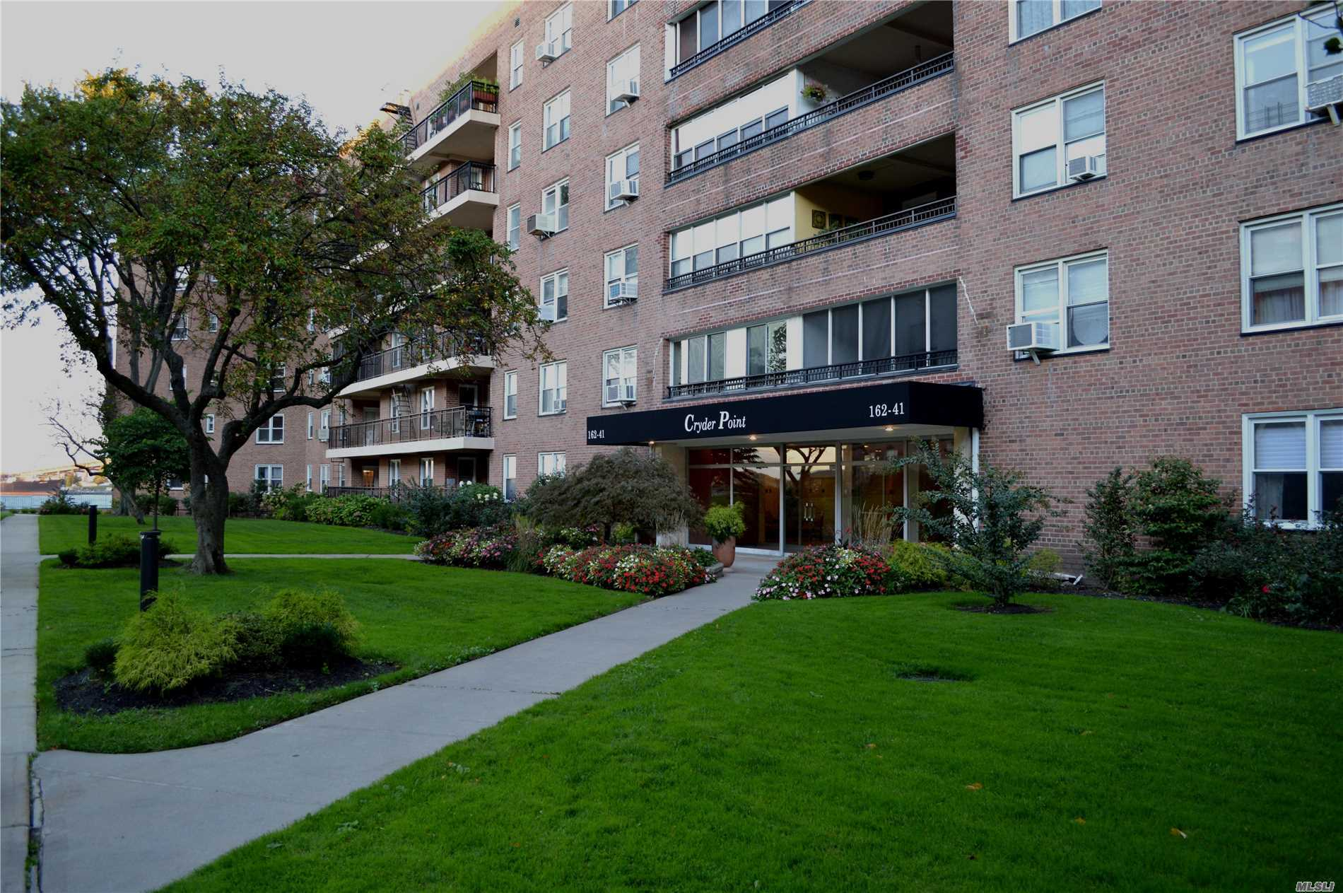 Photo of home for sale at 162-41 Powells Cove Blvd, Whitestone NY