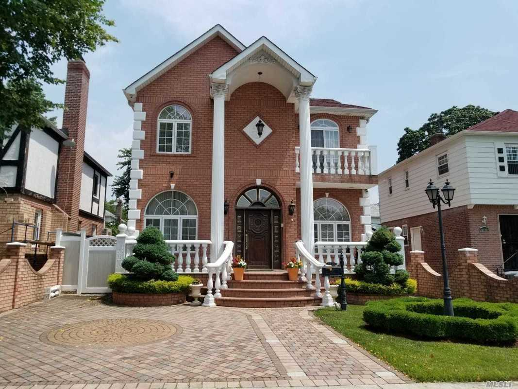 Photo of home for sale at 73-31 189 St, Fresh Meadows NY