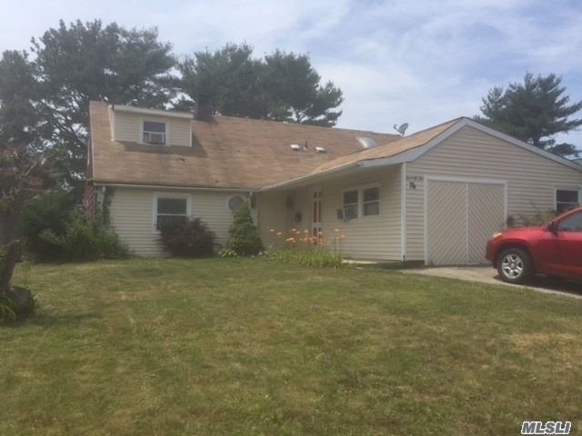 Photo of home for sale at 76 Split Cedar Dr, Islandia NY