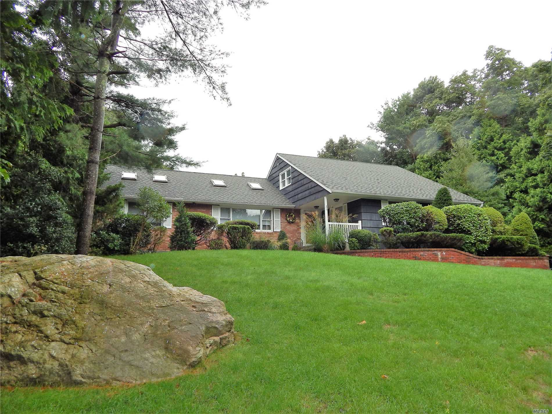 Photo of home for sale at 26 Walnut Dr, Shoreham NY