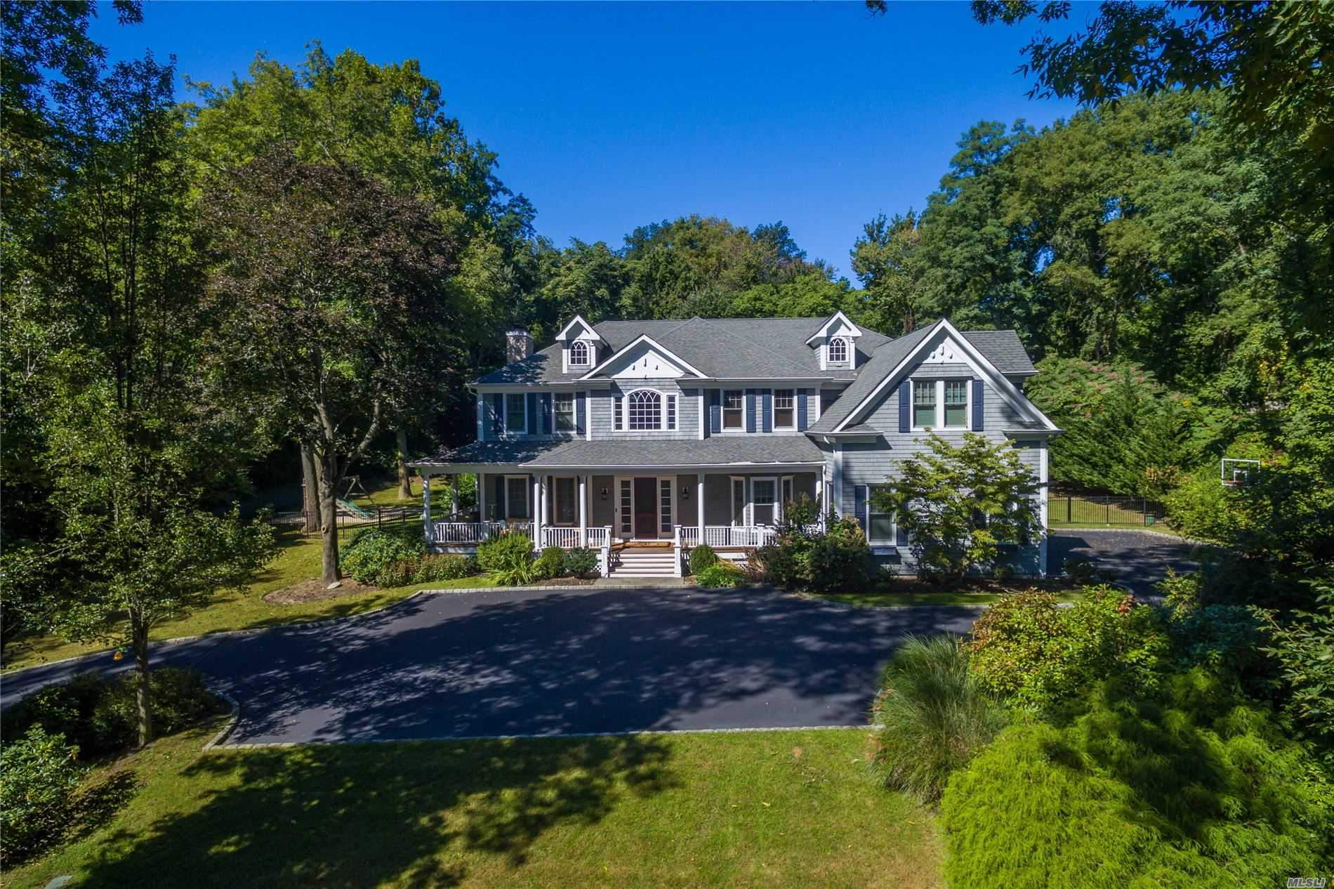 Photo of home for sale at 280 Southdown Rd, Lloyd Harbor NY