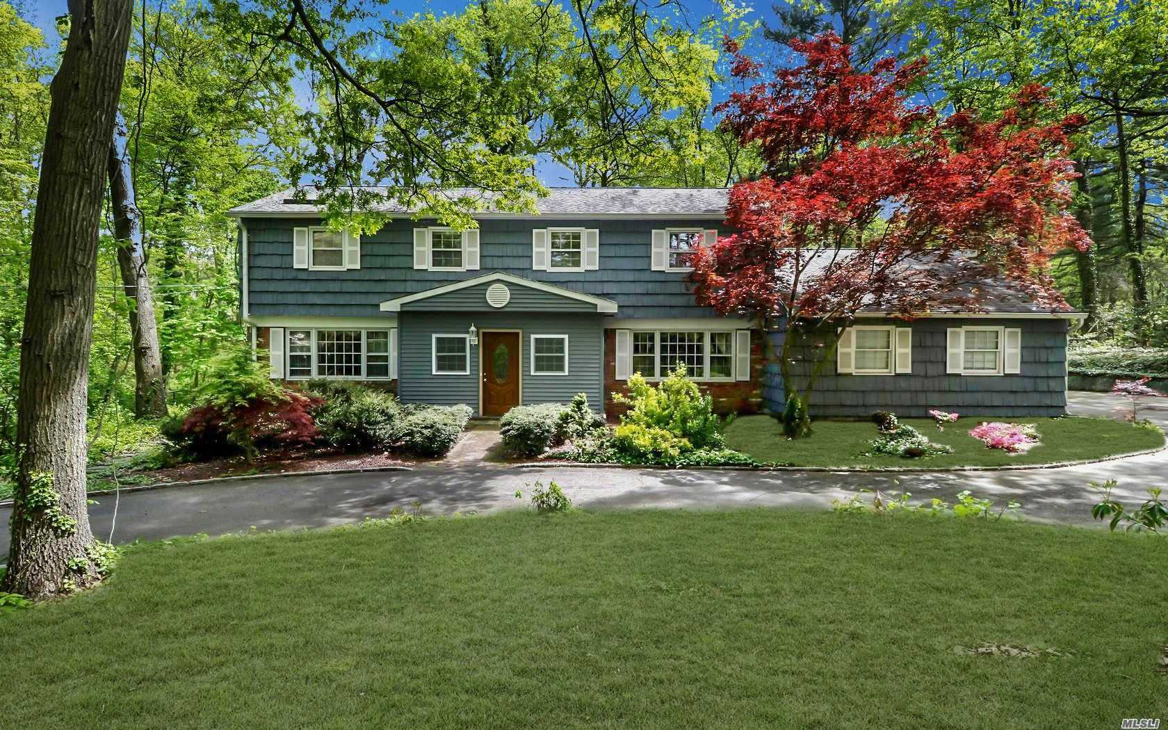 Photo of home for sale at 567 Split Rock Rd, Syosset NY