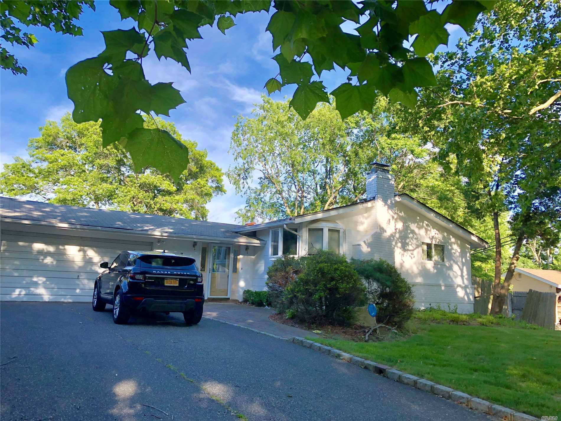 Photo of home for sale at 28 Lauren Ave, Dix Hills NY
