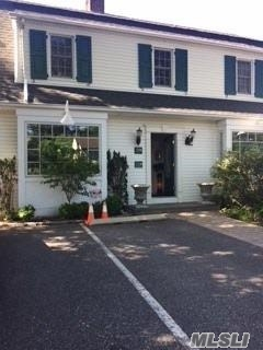 Photo of home for sale at 39 Orchard St, Manhasset NY