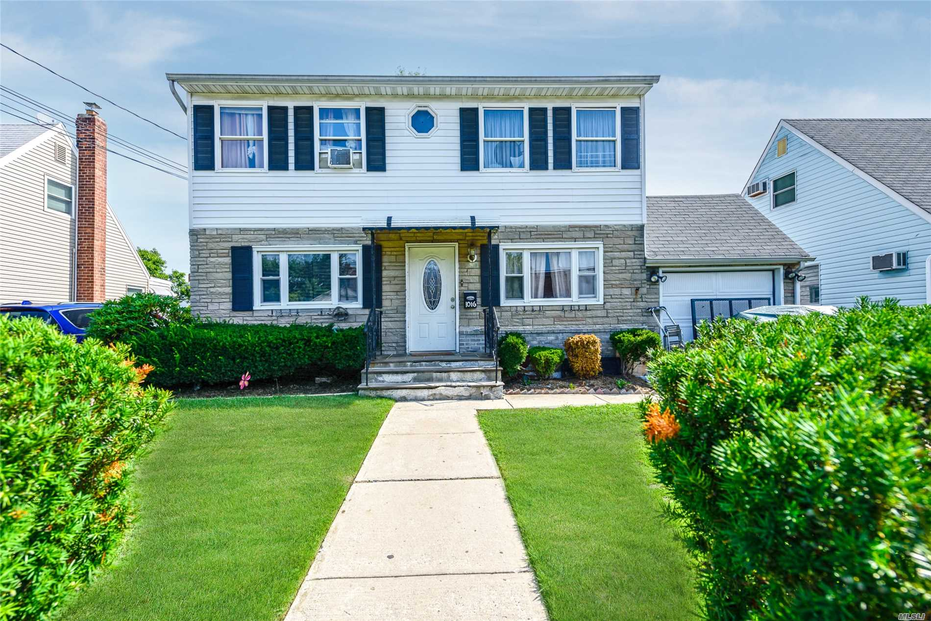 Photo of home for sale at 1016 Mirabelle Ave, Westbury NY