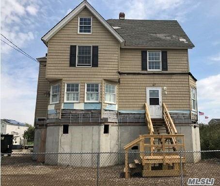 Photo of home for sale at 167 Araca Rd, Babylon NY