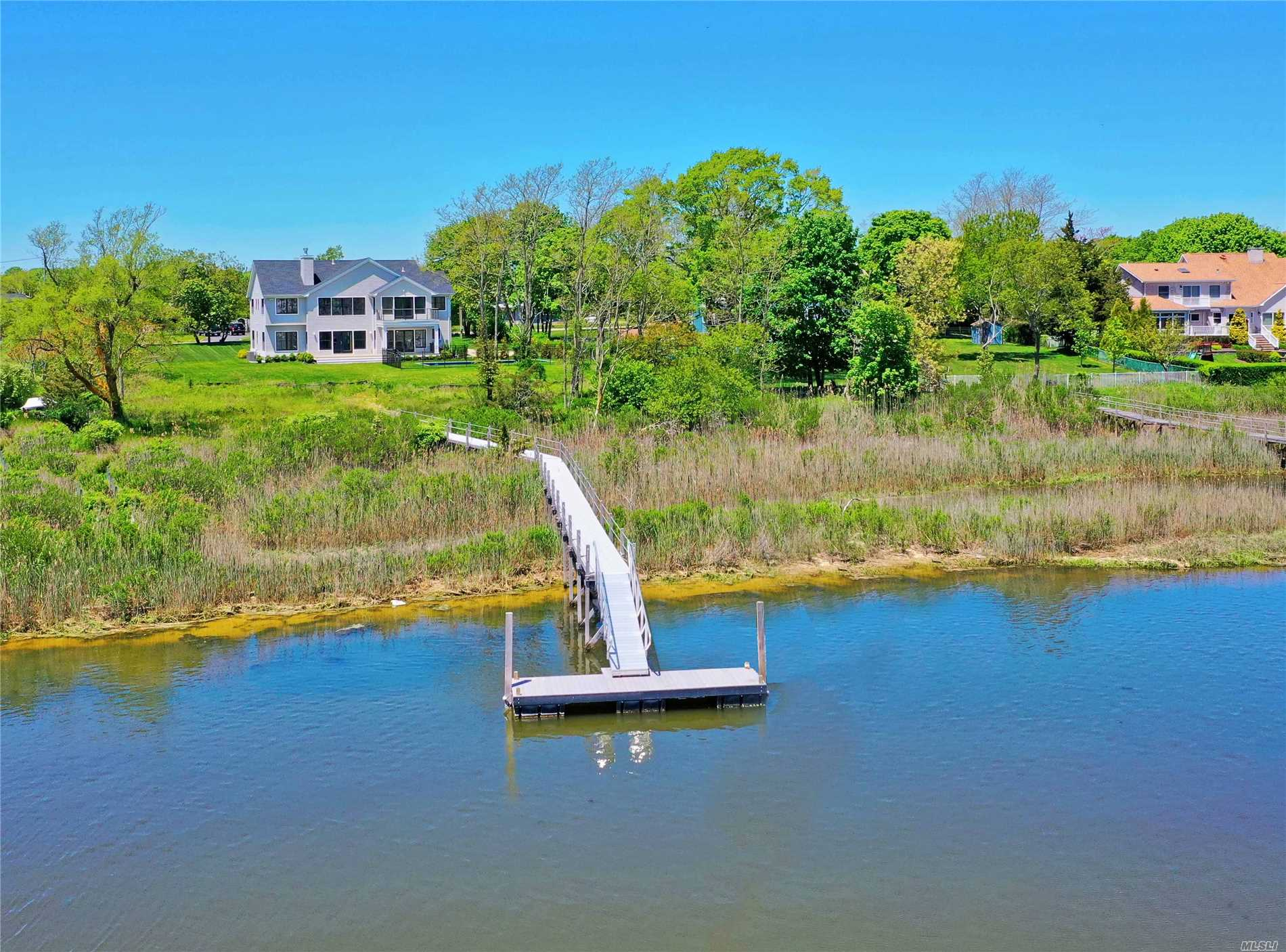 Photo of home for sale at 44 Bay Ave S, Eastport NY