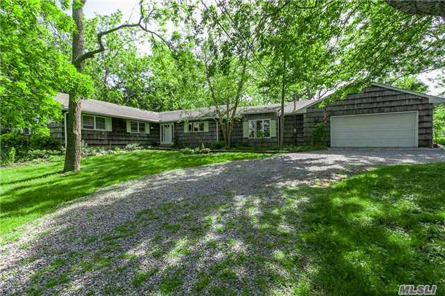 Photo of home for sale at 18 Dyke Rd, Setauket NY