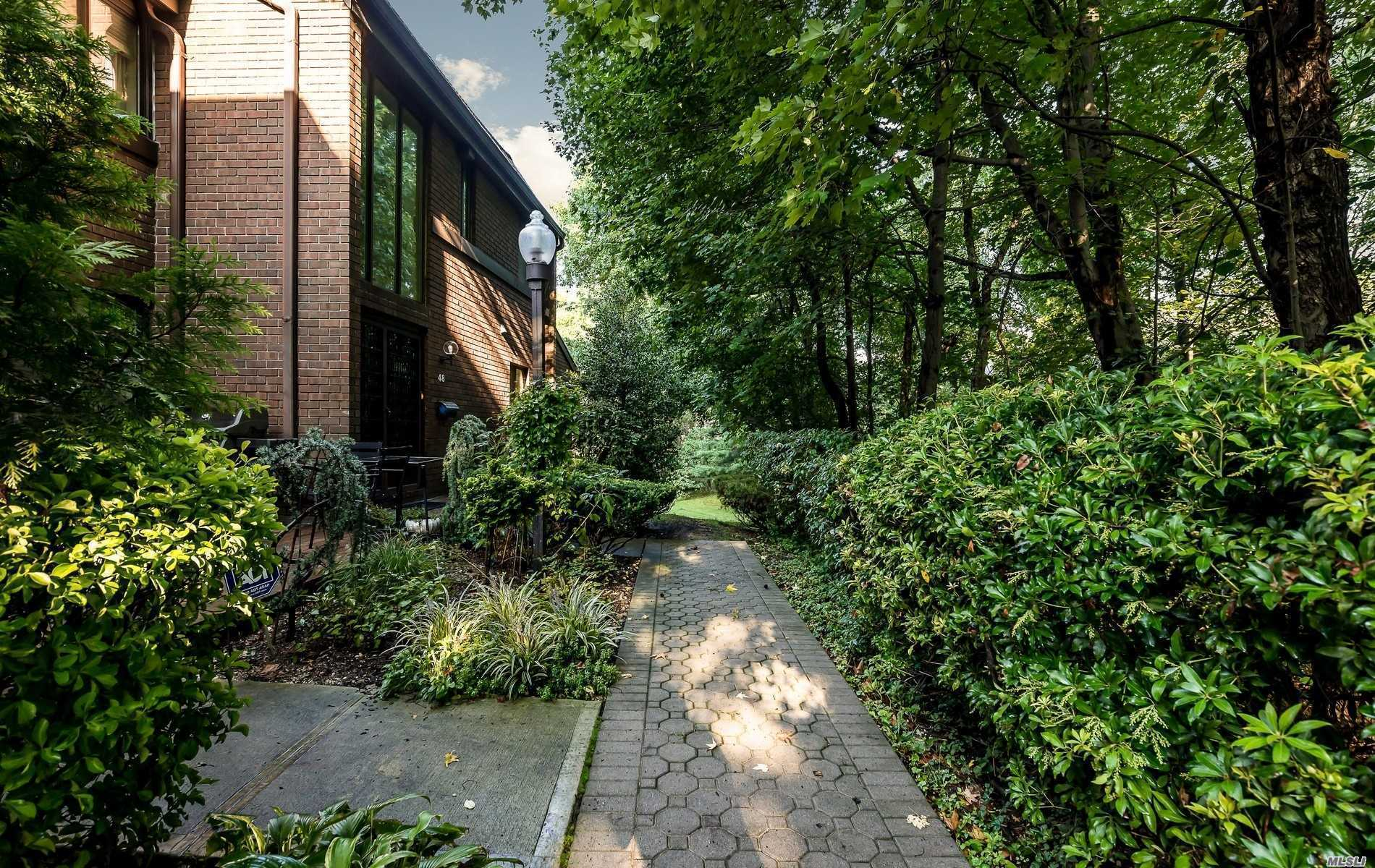 Property for sale at 46 Spring Hollow, Roslyn,  NY 11576