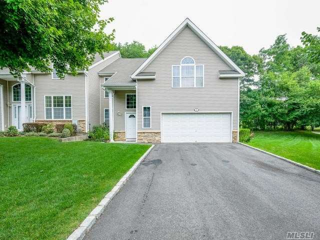 Property for sale at 1 Arielle Ct, Hauppauge,  NY 11788