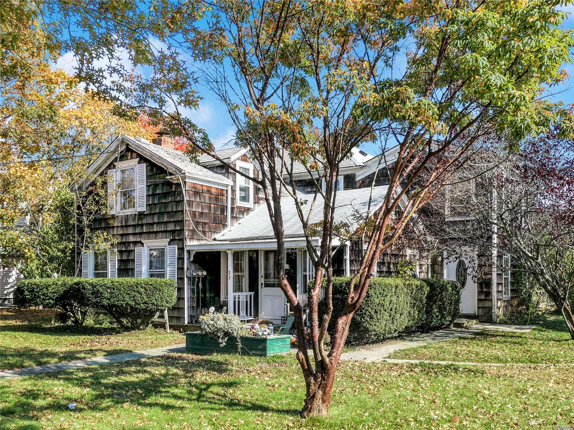 Photo of home for sale at 23 Station Rd, Bellport Village NY
