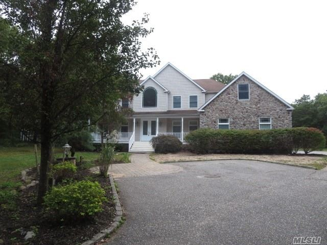 Photo of home for sale at 184 Miller Place Rd, Miller Place NY
