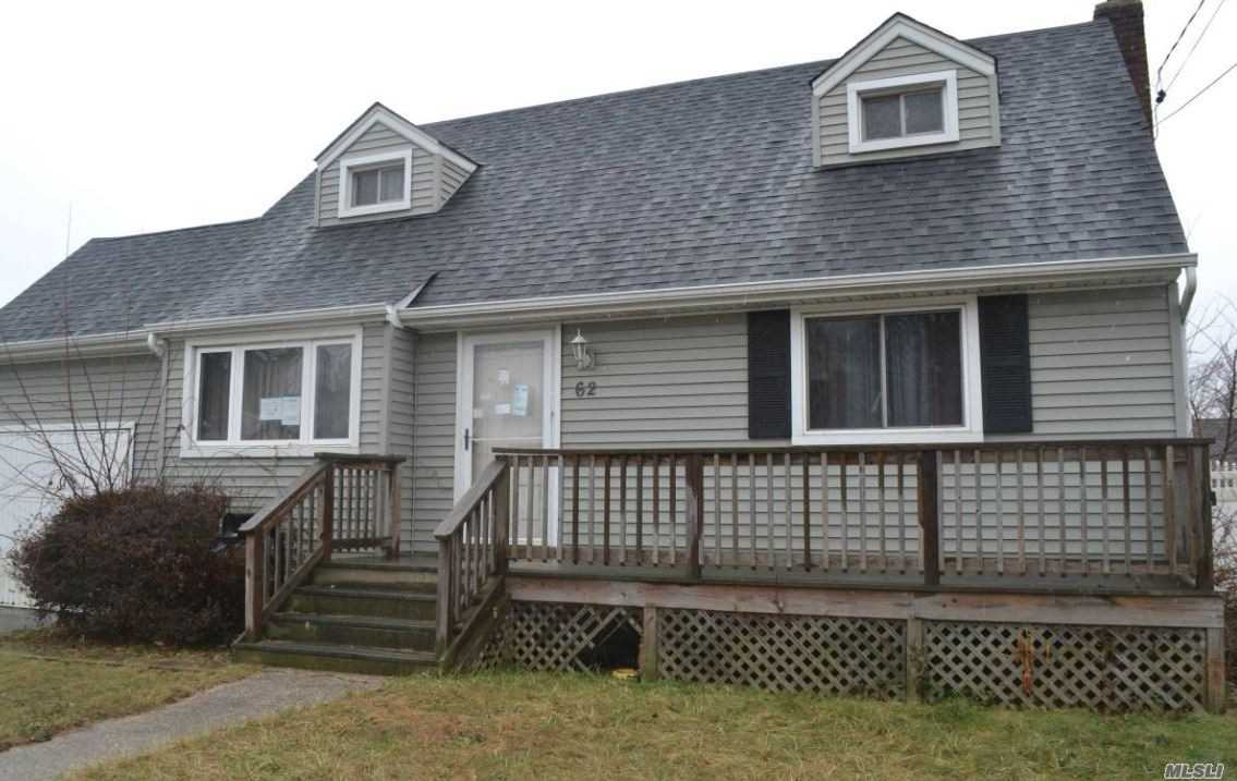 Photo of home for sale at 62 Nims Ave, West Babylon NY