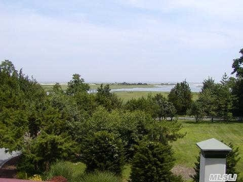 Photo of home for sale at 24 Crane Neck Rd, Old Field NY