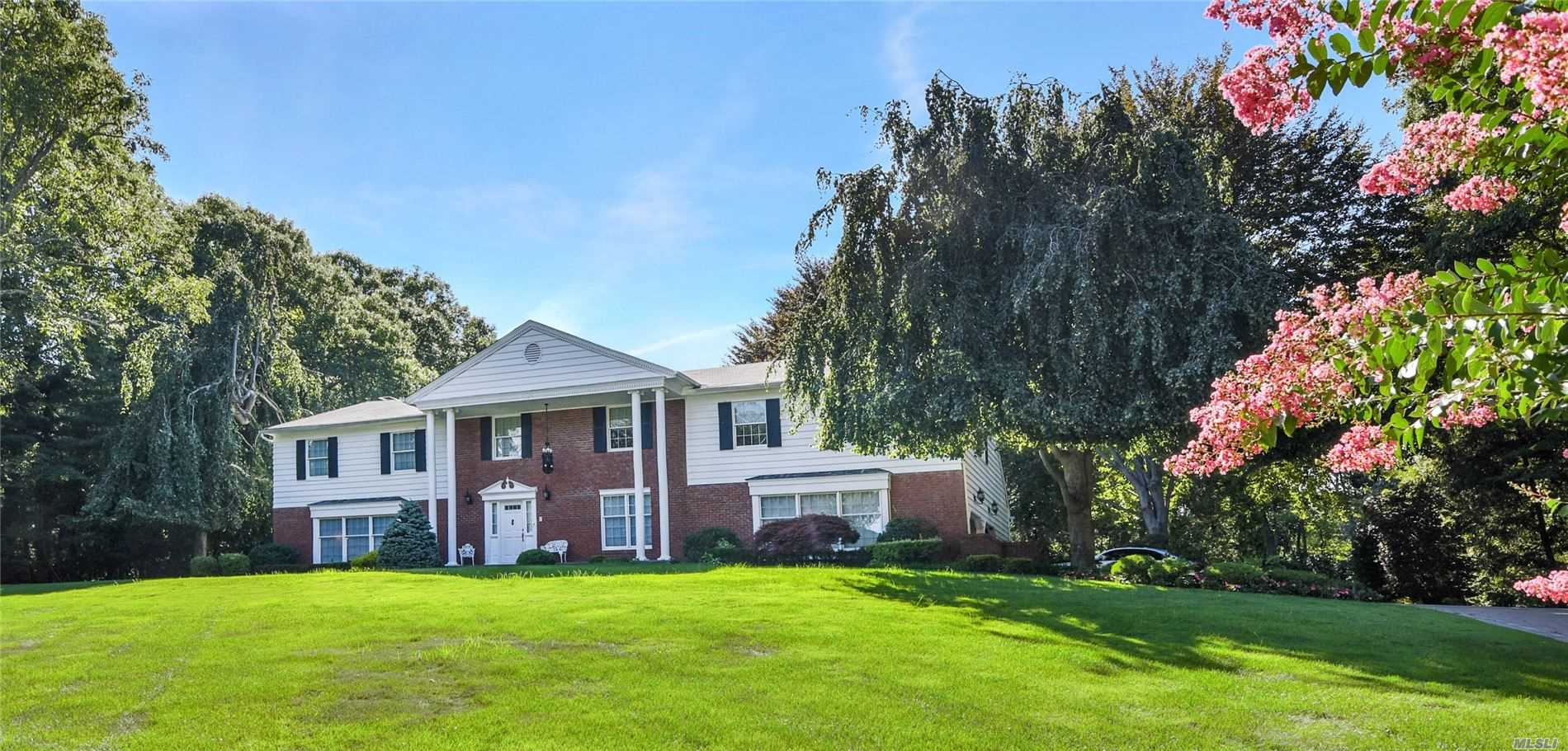 Photo of home for sale at 16 Soundview Dr, Belle Terre NY