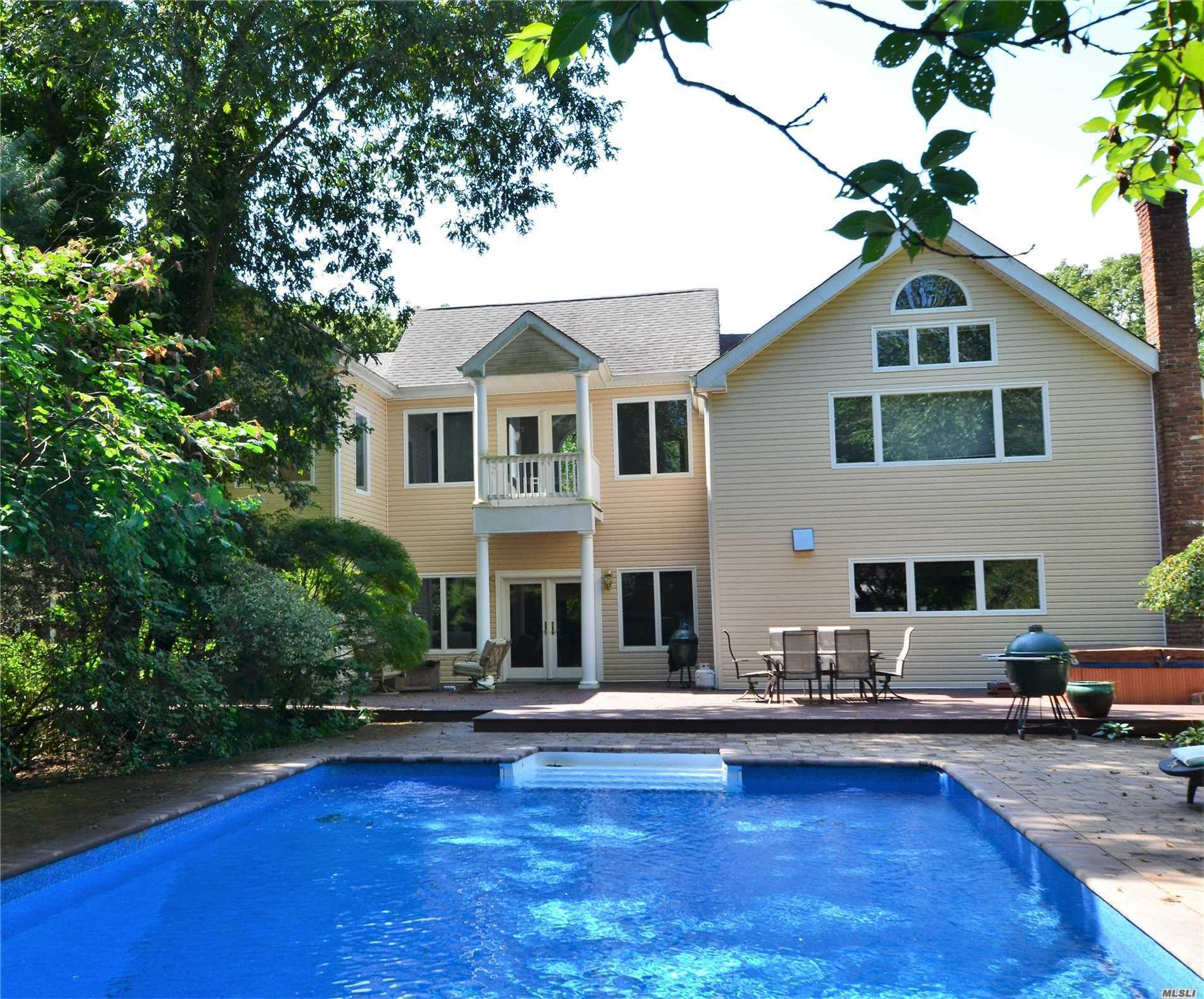 Photo of home for sale at 2 Jodi Dr, Manorville NY