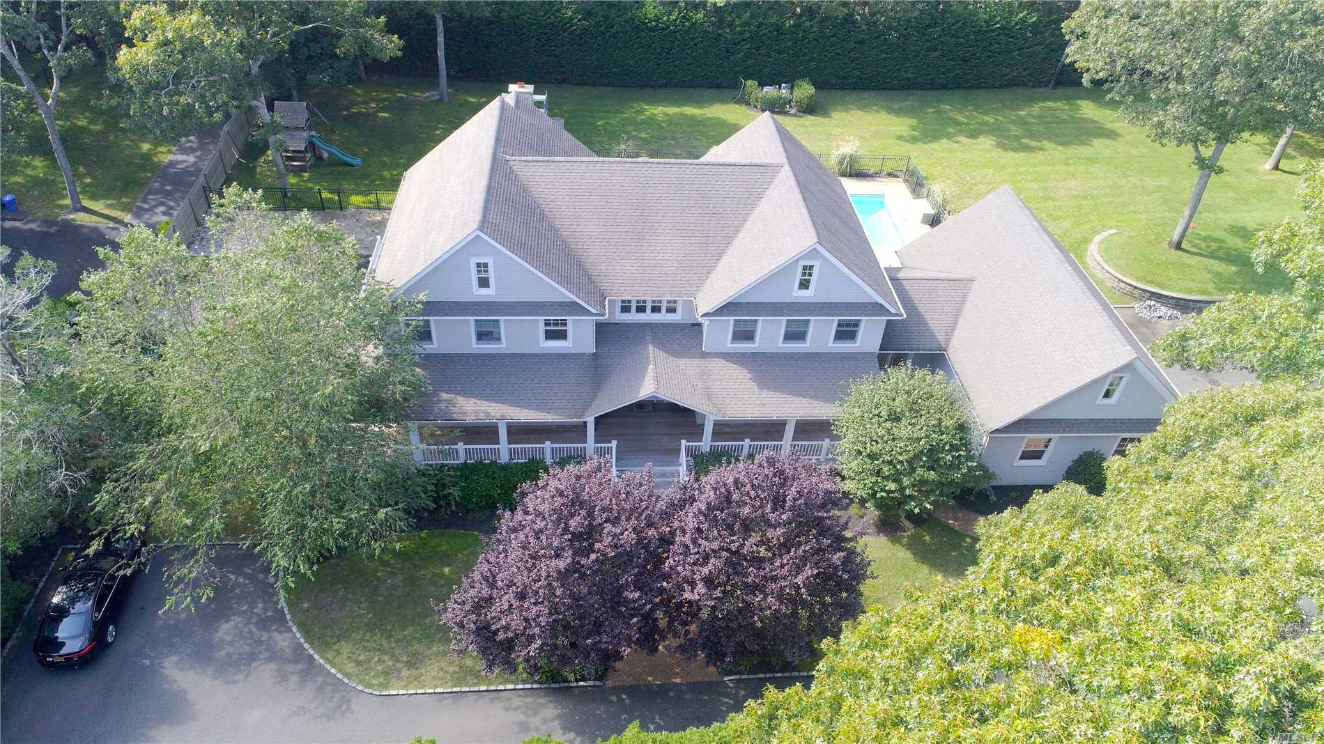 Photo of home for sale at 76 Tiana Rd W, Hampton Bays NY