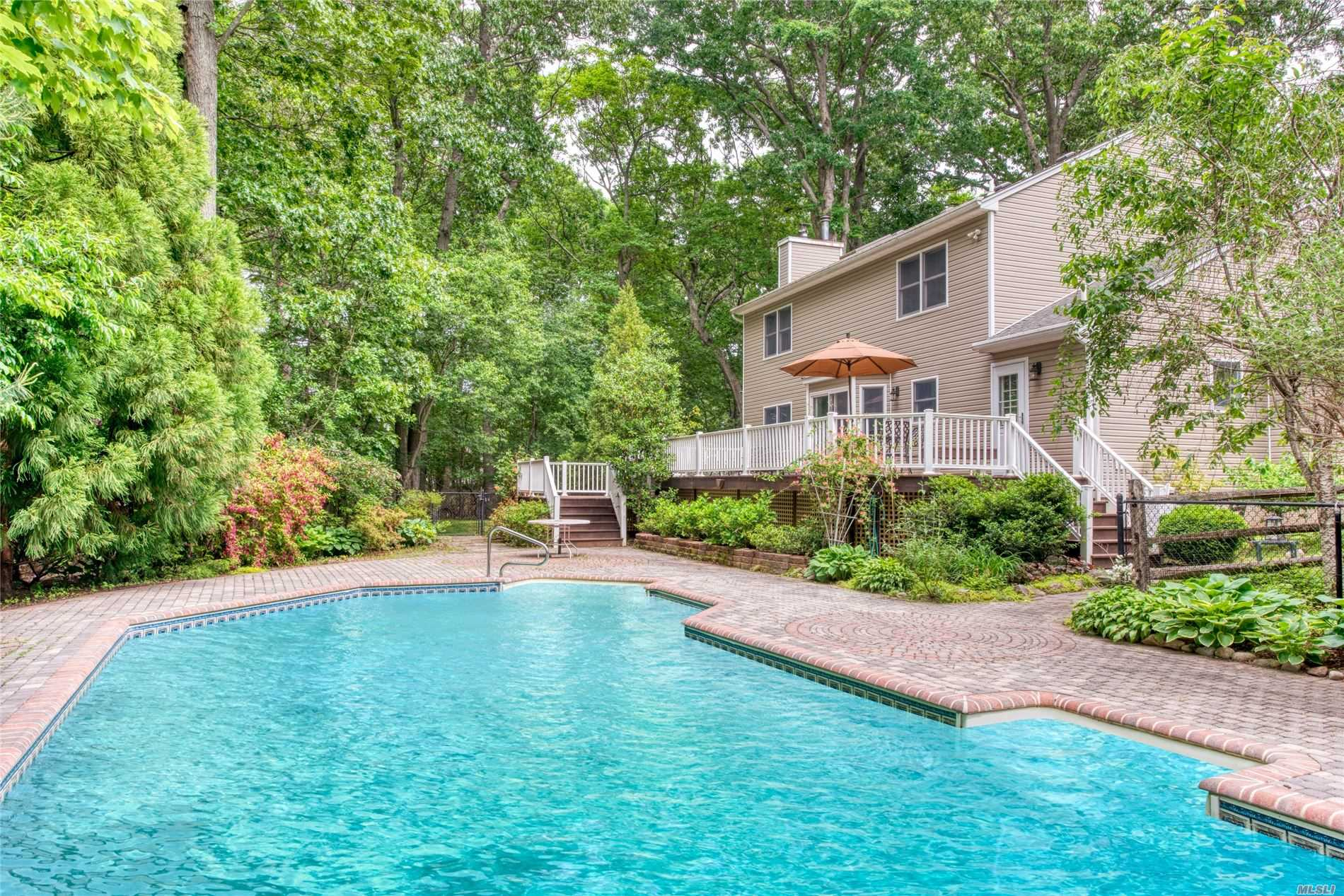 Photo of home for sale at 2645 Yennecott Dr, Southold NY