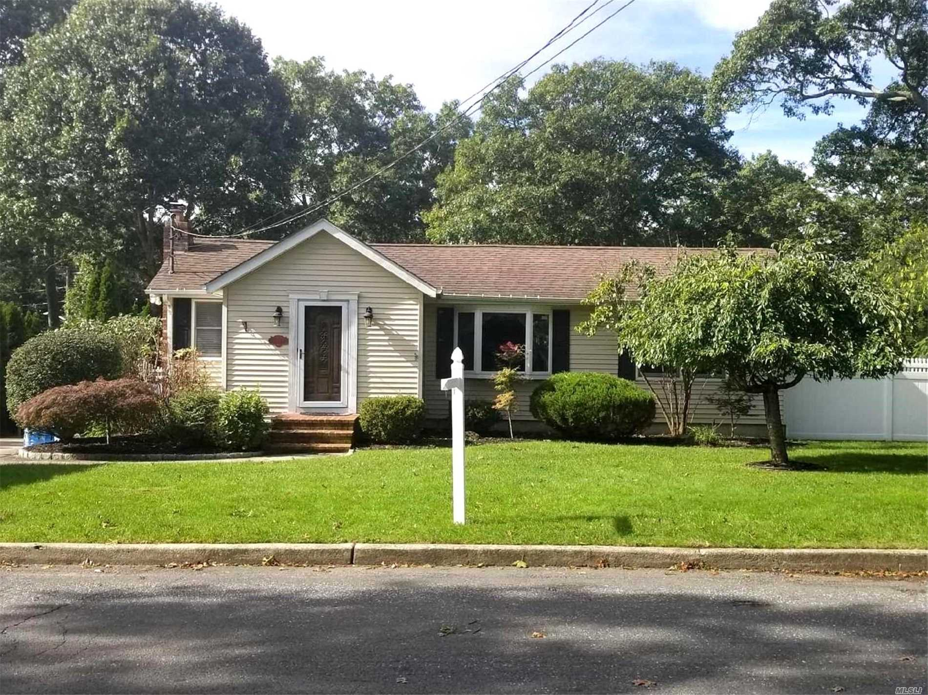 Photo of home for sale at 54 Seawanhaka Ave, Nesconset NY