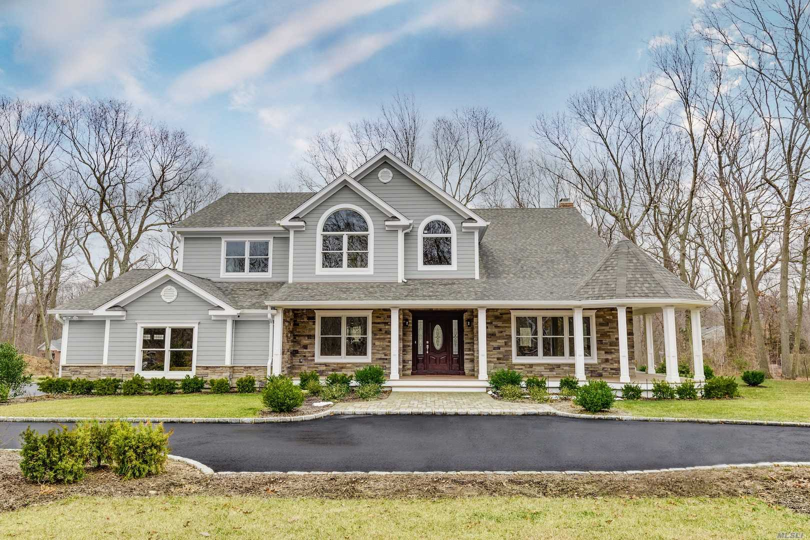 Photo of home for sale at 6 Kellie Ct, Northport NY