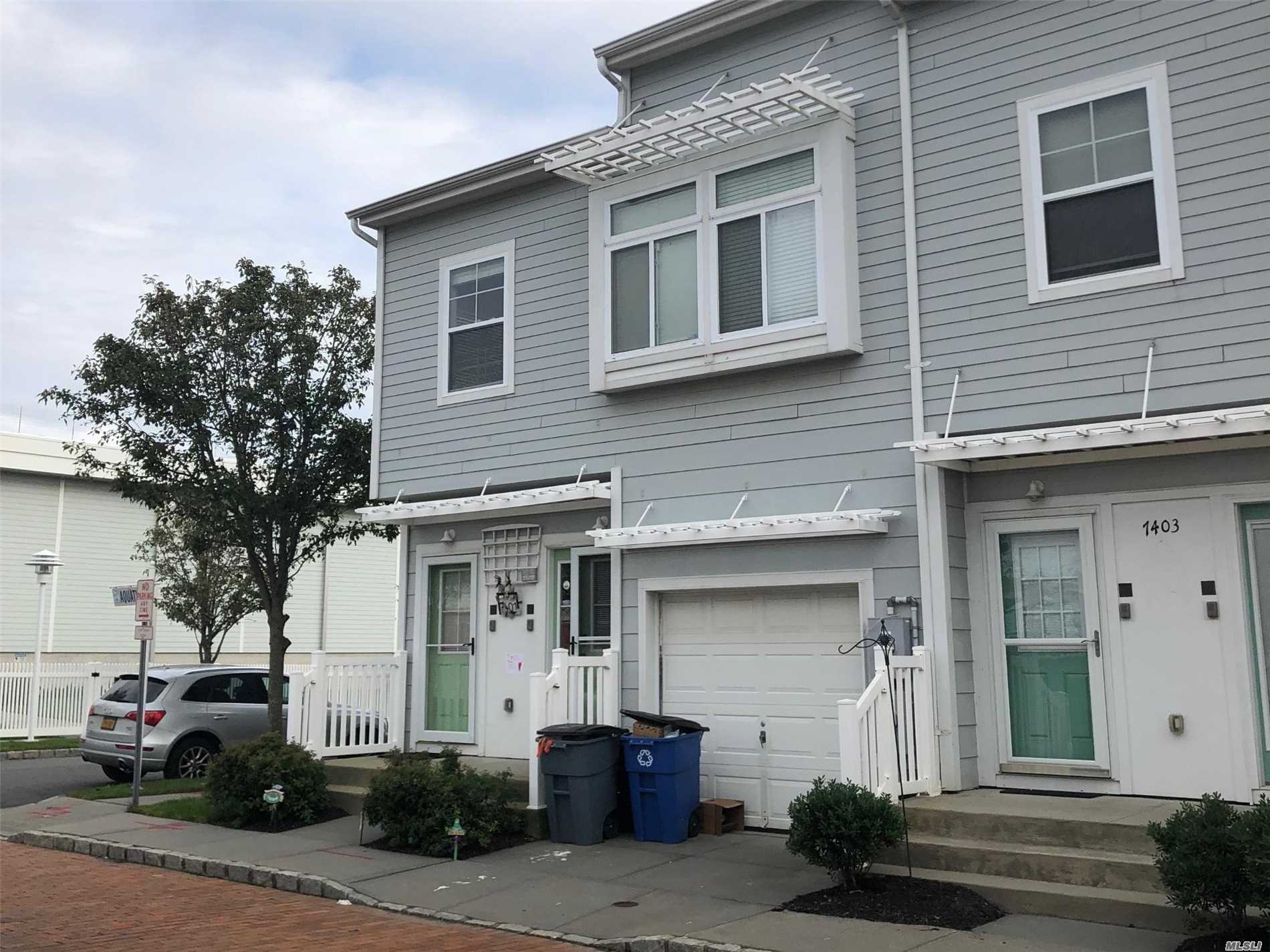 Photo of home for sale at 7401 Aquatic Dr, Arverne NY
