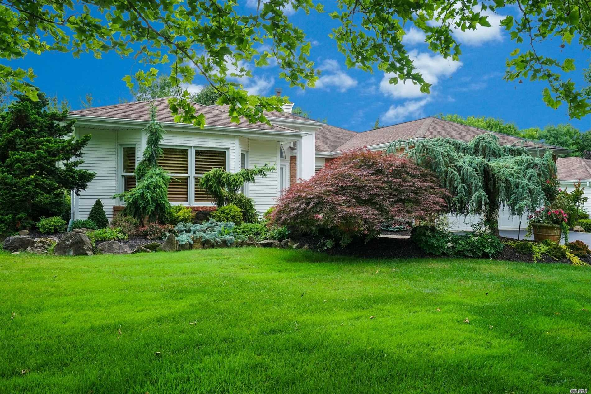 Property for sale at 129 Hilands Ct, Commack,  NY 11725