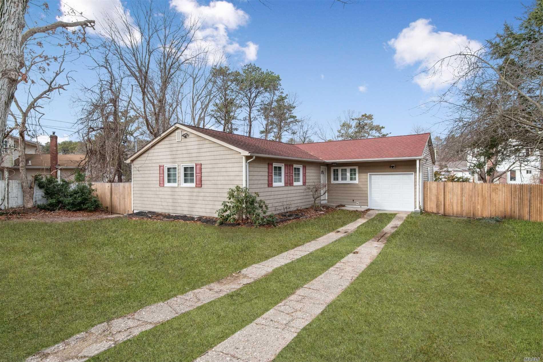 Photo of home for sale at 19 Richmond Blvd, Ronkonkoma NY