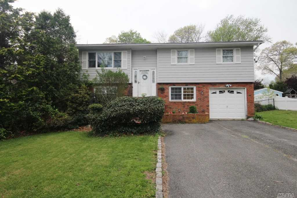Photo of home for sale at 154 Holiday Blvd, Center Moriches NY
