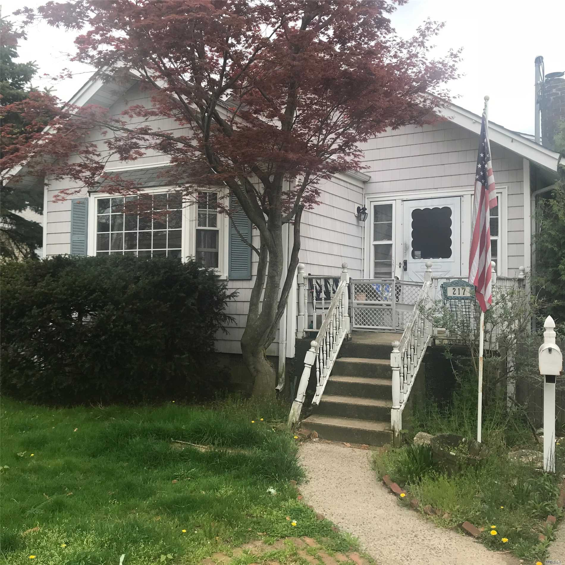 Photo of home for sale at 217 Smith St, Merrick NY