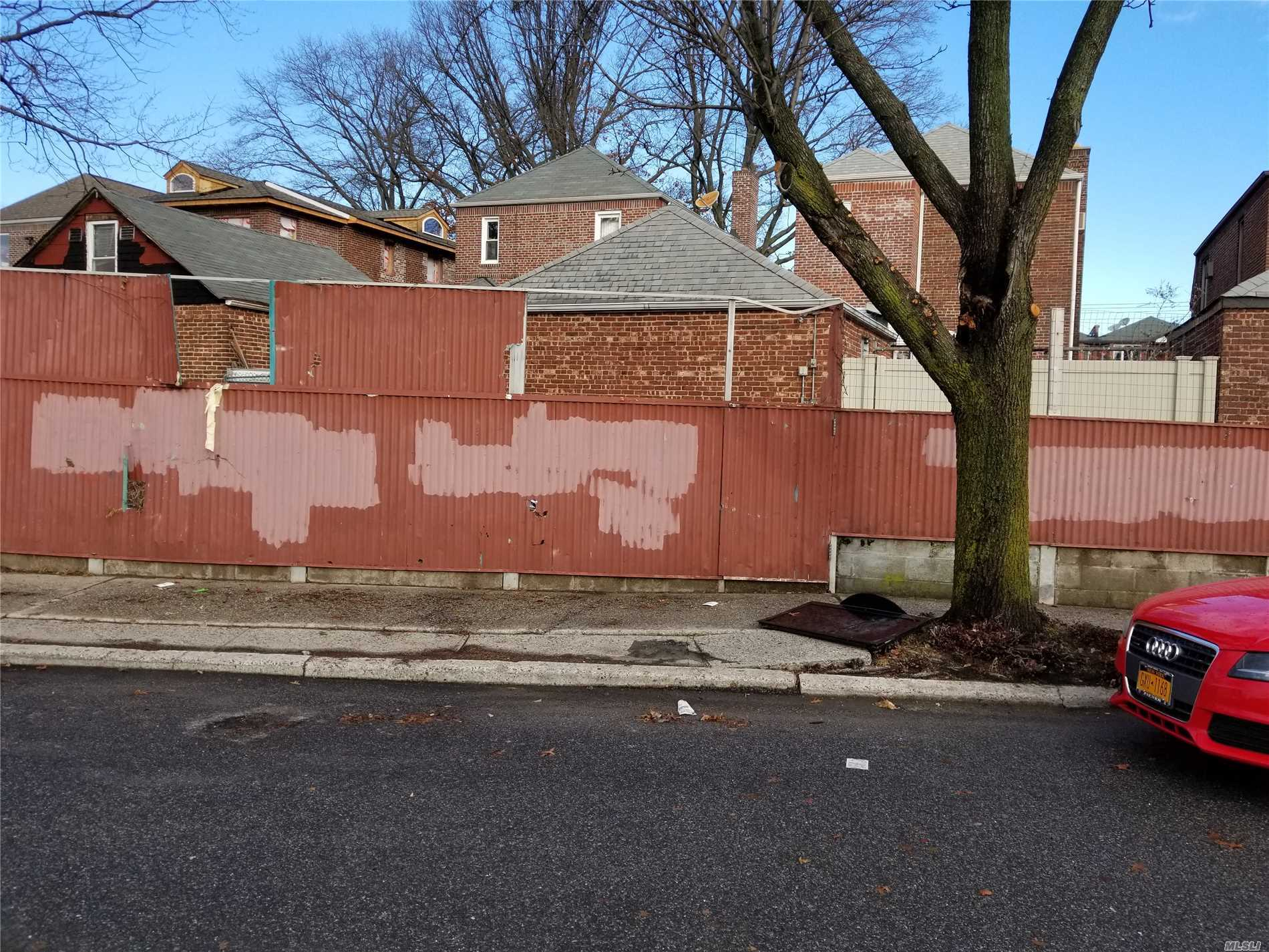 Photo of home for sale at 24th Willets Point Bl, Whitestone NY