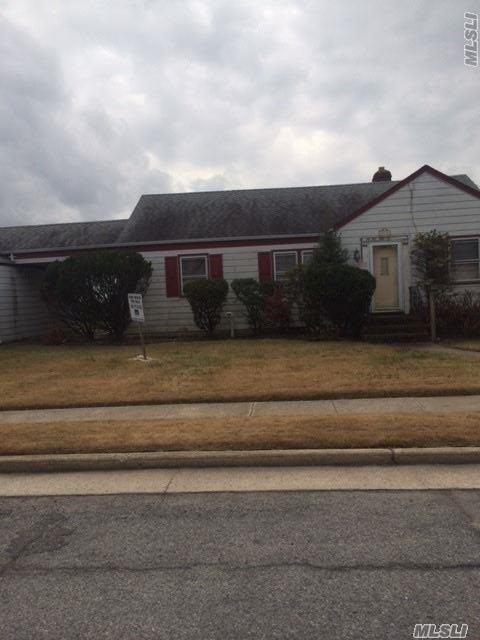 Photo of home for sale at 41 4th St W, Freeport NY