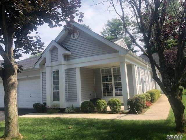 Property for sale at 22 Villanova Ct, Ridge,  NY 11961