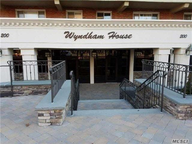 Property for sale at 200 Atlantic Ave, Lynbrook,  New York 11563