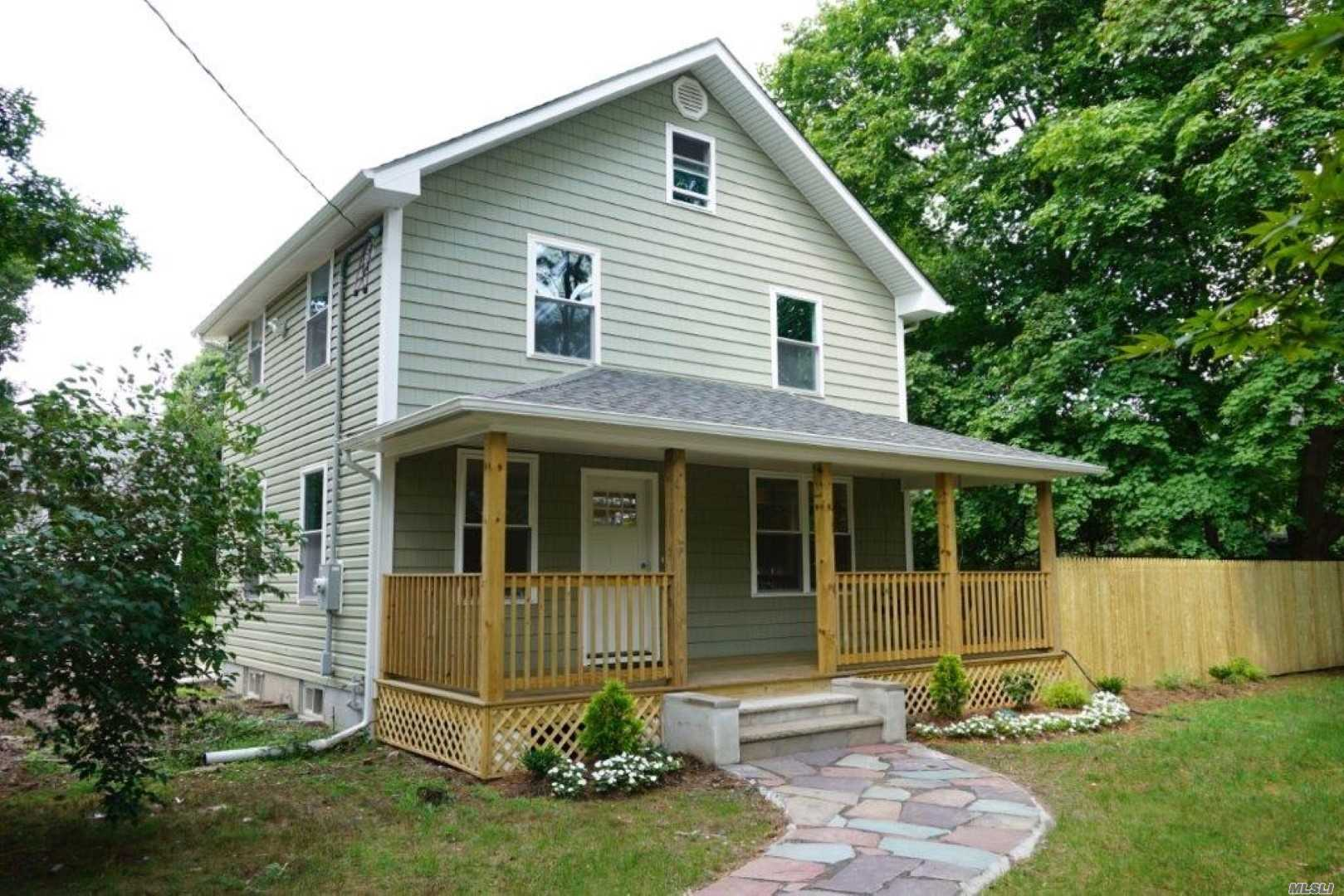 Photo of home for sale at 205 Maple Hill Rd, Huntington NY