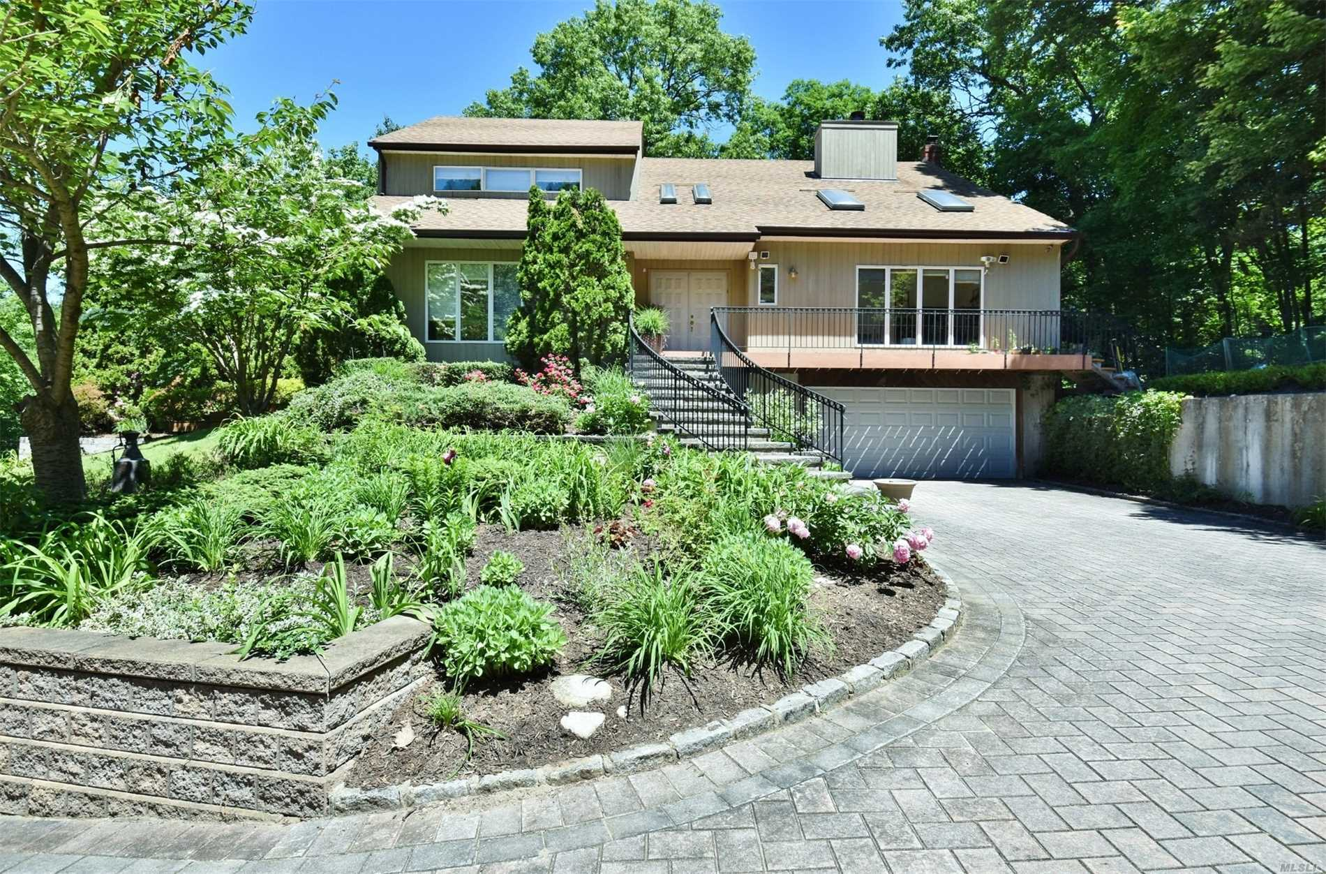 Photo of home for sale at 1068 Fort Salonga Rd, Northport NY