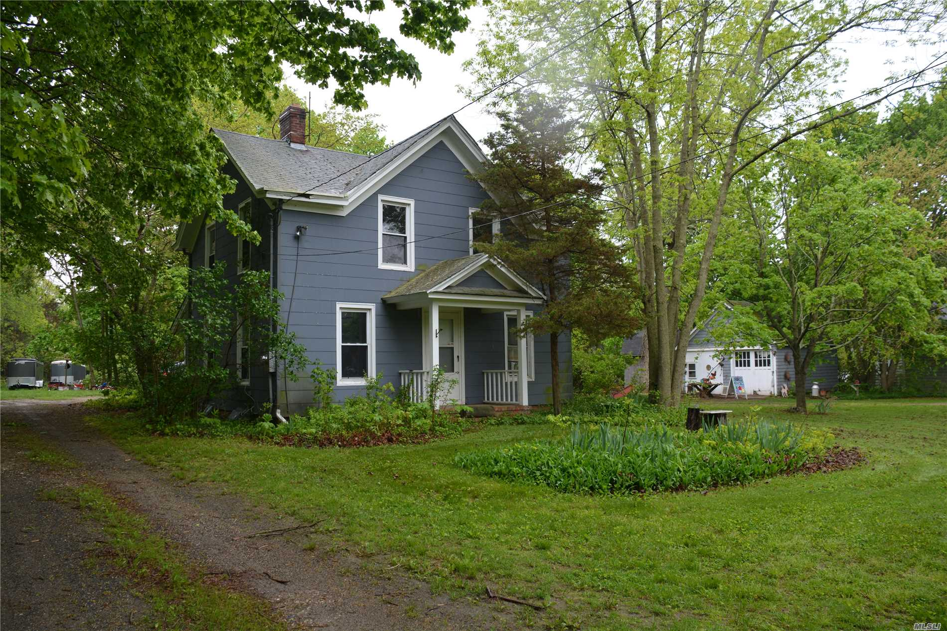 Photo of home for sale at 19000 Main Rd, Mattituck NY
