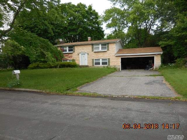 Photo of home for sale at 47 University Heigh Dr, Stony Brook NY