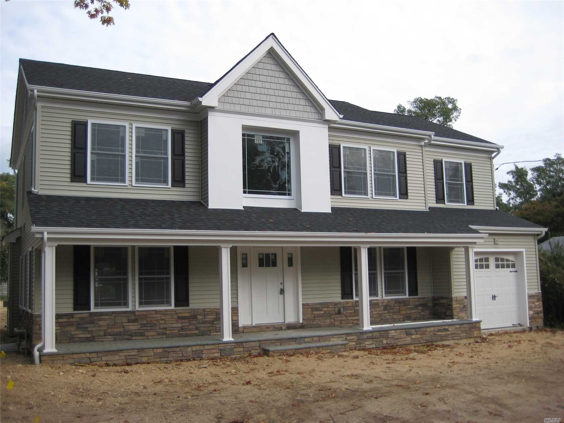 Photo of home for sale at 15 Wansor Ave, Bayville NY