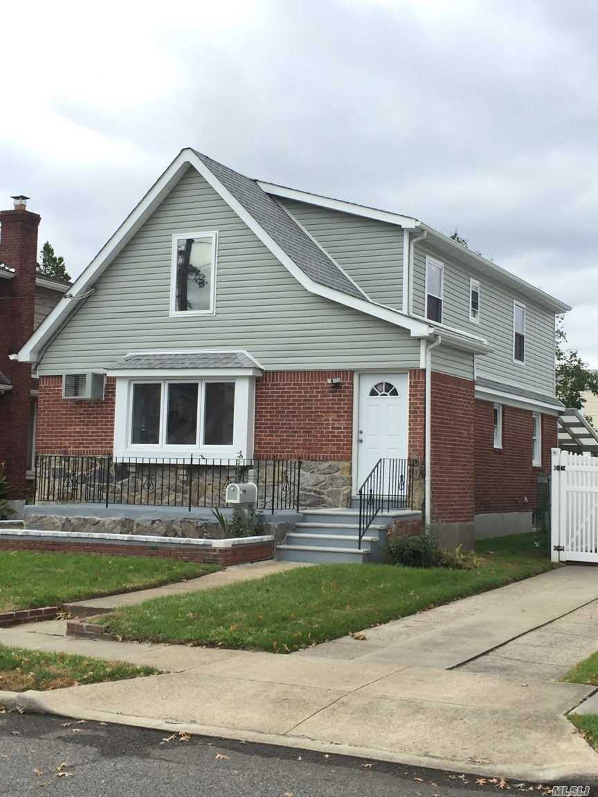 Photo of home for sale at 19 Irving St, Valley Stream NY