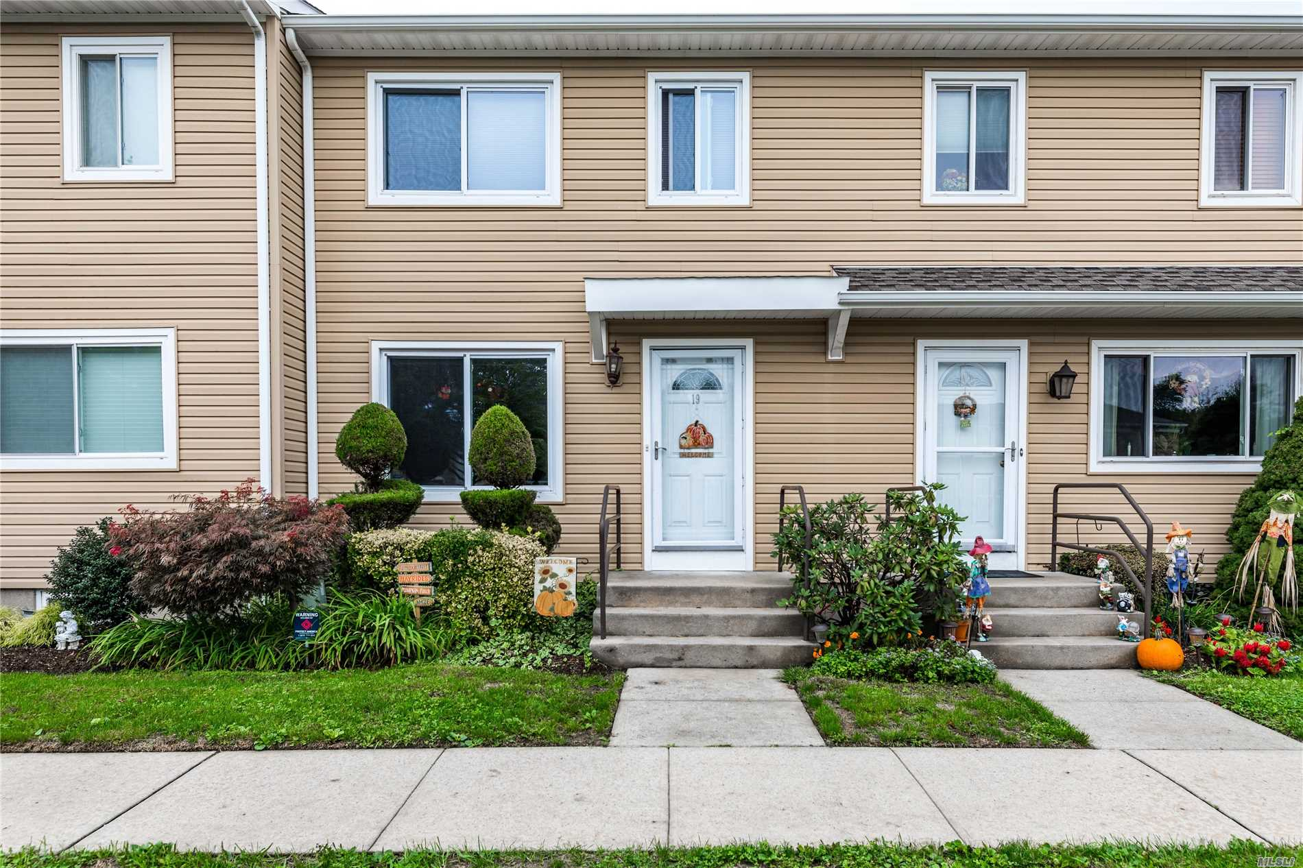 Property for sale at 19 Town House Dr, Massapequa Park,  NY 11762